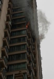 南宁翰林新城北区楼上一户人家突发火灾